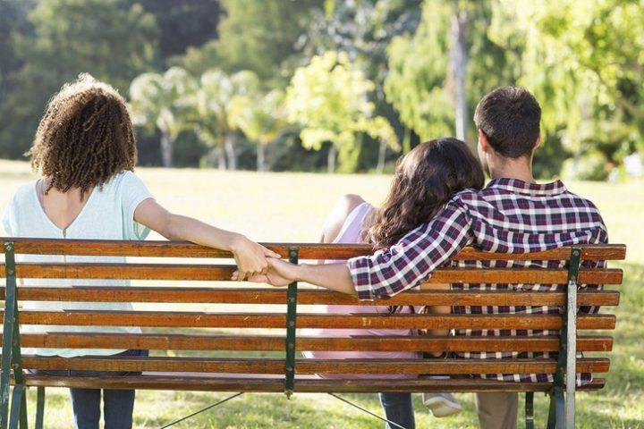 """Απιστία: 5 λόγοι που οδηγούν τους άντρες σε μία """"άλλη"""" γυναίκα"""